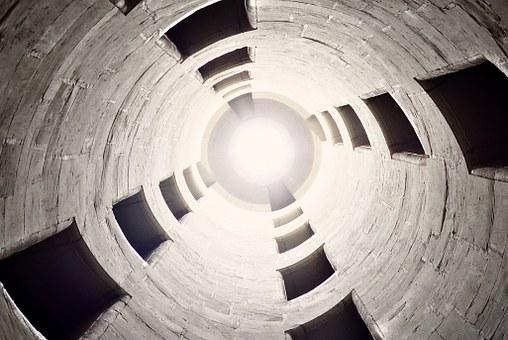 poszerzanie otworów w betonie